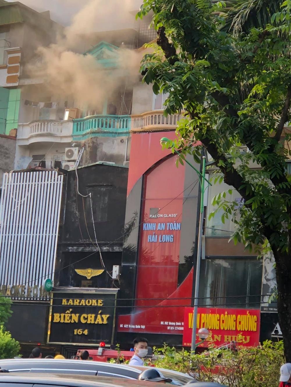 Hà Nội: Cháy lớn tại một quán karaoke trên đường Hoàng Quốc Việt