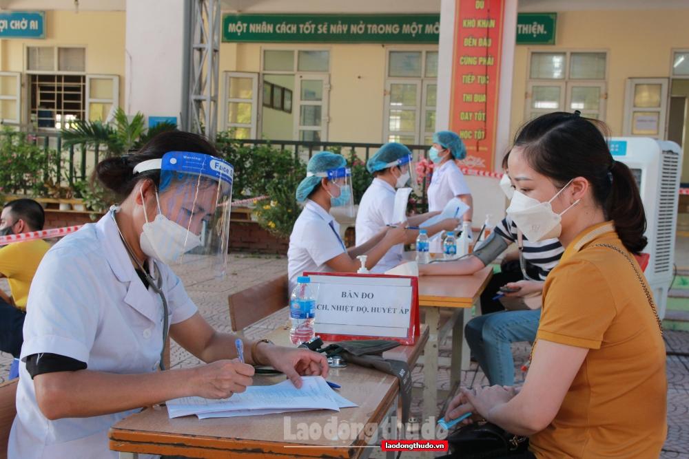 Người dân Hoài Đức phấn khởi đi tiêm vắc xin phòng Covid-19