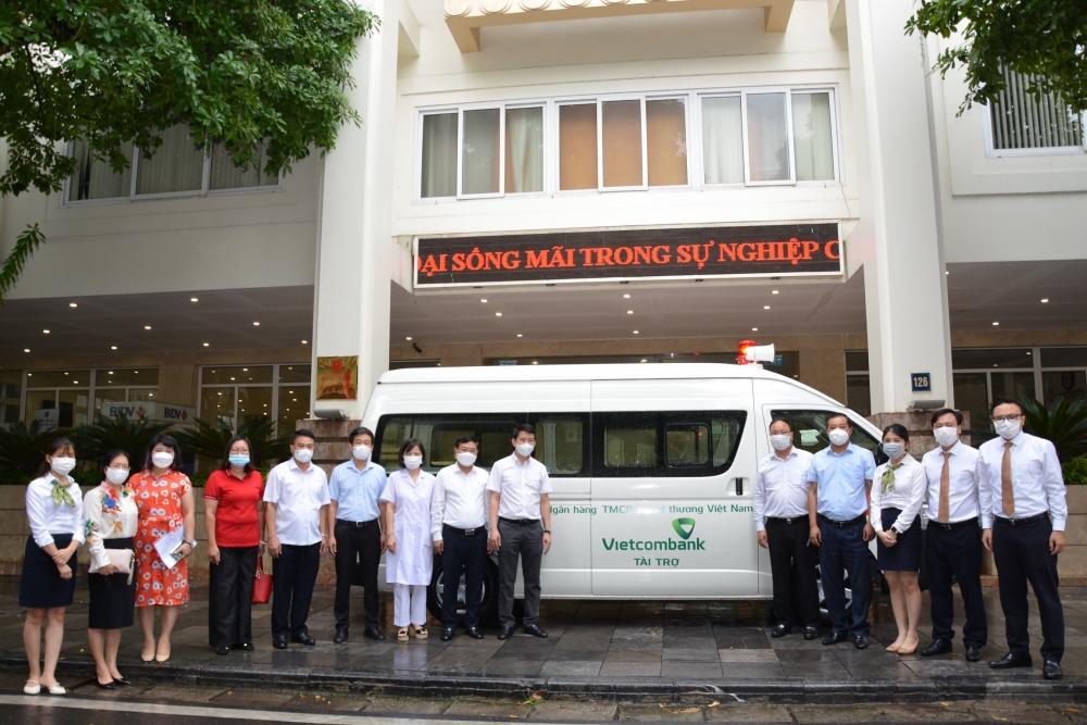 Quận Hoàn Kiếm: Tiếp nhận xe cứu thương phục vụ công tác phòng, chống dịch Covid-19