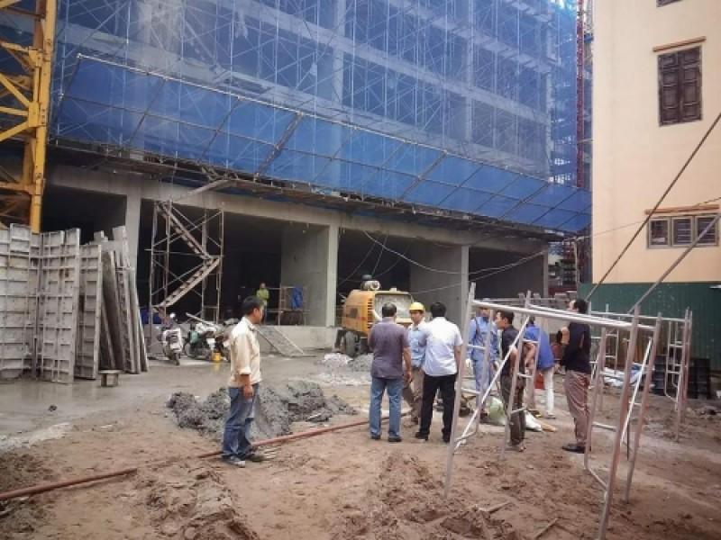 Sập giàn giáo công trình phố Thịnh Liệt, 6 người thương vong