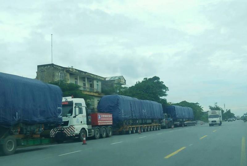 Tàu 'Cát Linh- Hà Đông' đang được vận chuyển về Hà Nội