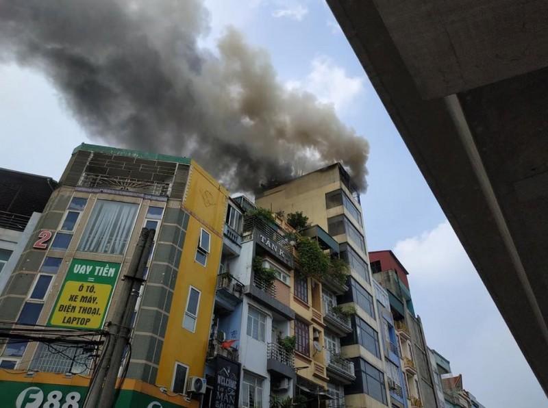 Hóa vàng ngày mùng 1, nhà 7 tầng bốc cháy