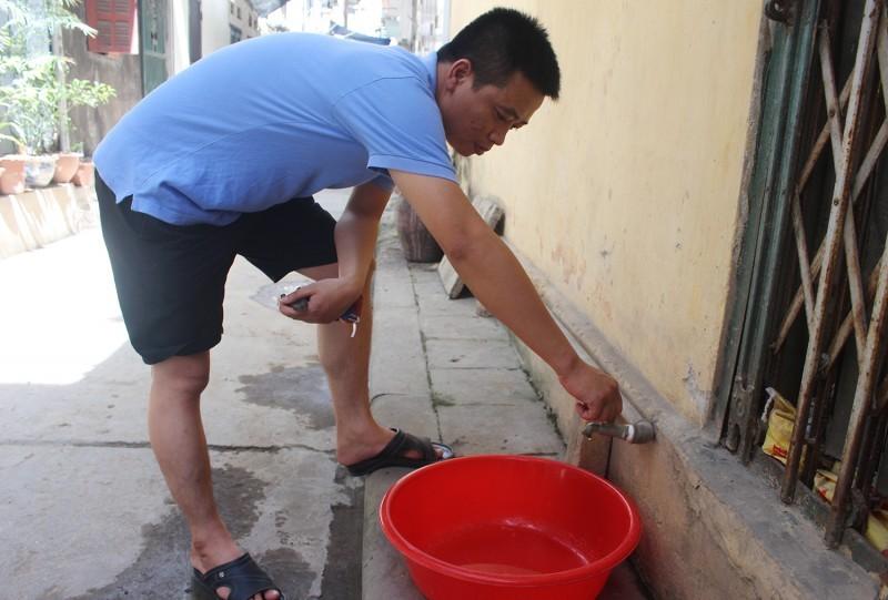 Hà Nội: Đang chờ kết quả kiểm tra nước sinh hoạt sau phản ánh có mùi lạ