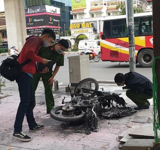 Điều tra vụ cháy xe máy trơ khung tại quận Thanh Xuân, Hà Nội