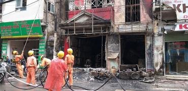 Hai người bị thương trong vụ cháy quán ăn trên phố Đặng Tiến Đông