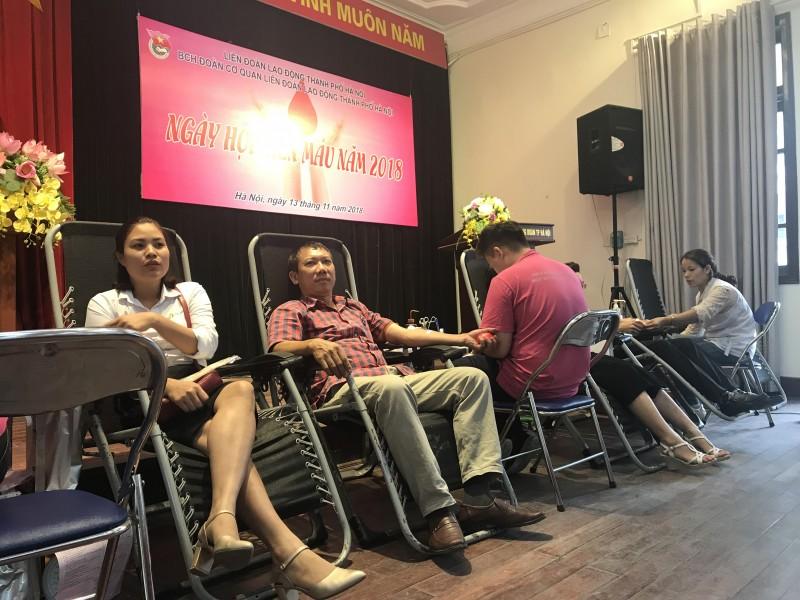 Đoàn cơ quan LĐLĐ thành phố Hà Nội hưởng ứng ngày hội hiến máu năm 2018