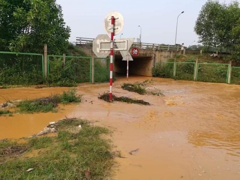 Nhiều khu vực tạm ngừng cấp nước do đường ống sông Đà gặp sự cố