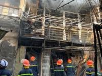 Hà Nội: Xe chở ga bốc cháy, thiêu rụi nhiều ngôi nhà
