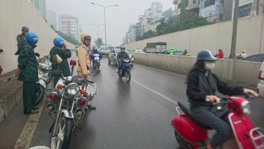 Nhiều phương tiện gặp sự cố tại hầm chui Kim Liên