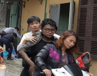 Hà Nội: Giải cứu một thanh niên bị ngạt khói trong nhà
