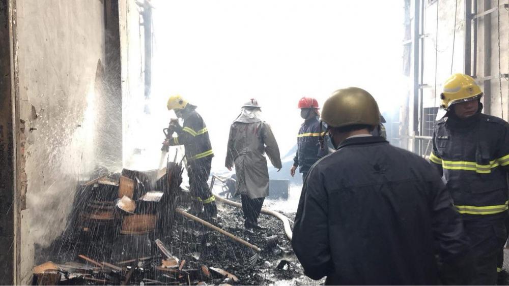 Hà Nội: Hơn 1600 m2 nhà xưởng tại Thạch Thất bị lửa thiêu rụi