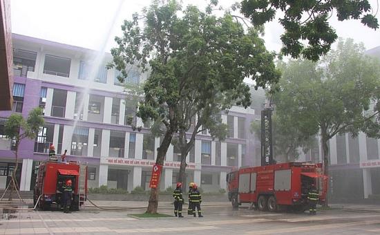 Hà Nội: Diễn tập phòng cháy, cứu nạn cứu hộ tại trường THCS Nhật Tân