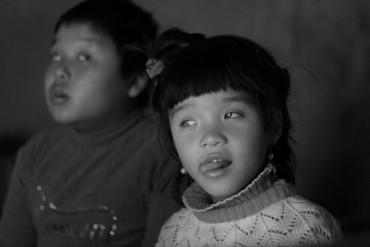 Mơ ước được đi học của 2 đứa trẻ mù