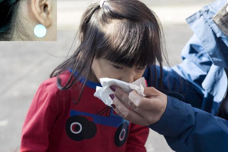 Cẩn trọng khi cho trẻ sử dụng miếng dán chống say xe