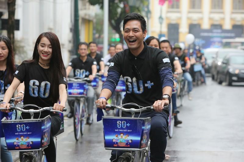 Hơn 1.000 sinh viên đạp xe hưởng ứng Giờ Trái Đất 2017
