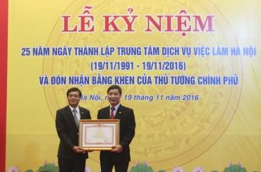 Trung tâm dịch vụ việc làm Hà Nội đón nhận bằng khen của Thủ tướng Chính phủ