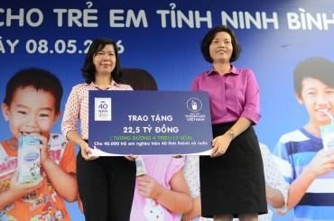 Năm 2016, Vinamilk trao tặng sữa cho trẻ em 40 tỉnh thành