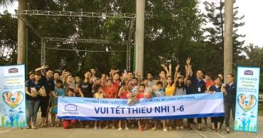 Lock&Lock tặng quà cho các bé khuyết tật làng Hữu Nghị