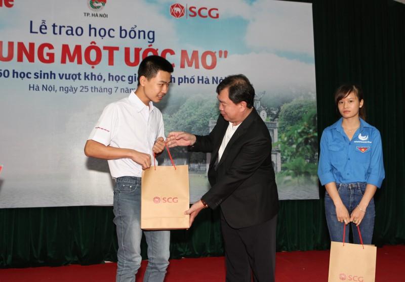 """SCG """"thắp sáng ước mơ"""" cho hơn 4000 học sinh, sinh viên"""