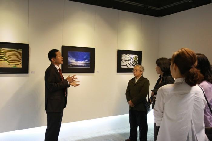 'Tình' trong triển lãm ảnh Việt Nam - Hà Quốc