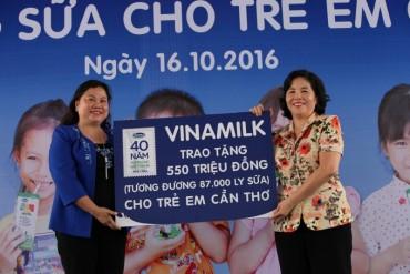 Vinamilk trao tặng sữa cho trẻ em thành phố Cần Thơ