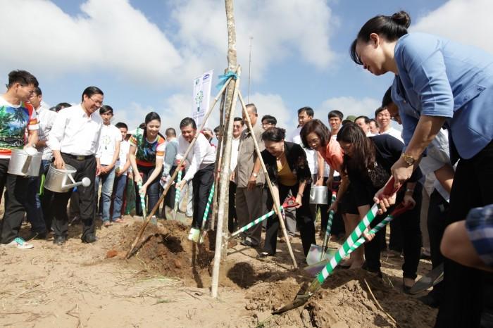 Vinamilk trồng 10.520 cây xanh tại di tích đường Hồ Chí Minh trên biển