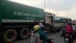 20 người trên xe khách hoảng loạn vì bị xe rác đâm bẹp dúm