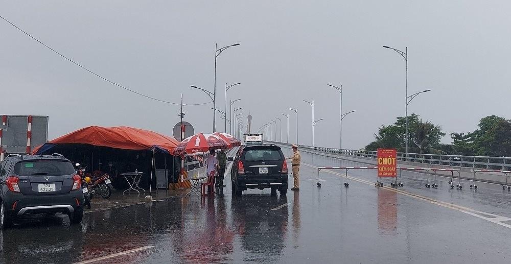 Nghệ An: Phát hiện một số lái xe sửa thời gian trên giấy test nhanh để lưu thông trên đường