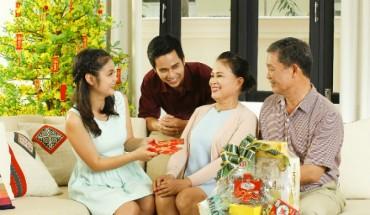 Nặng nhẹ chuyện quà biếu bố mẹ