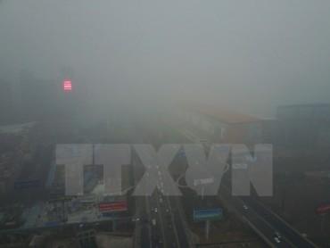 Trung Quốc ô nhiễm nặng, khói mù bao phủ cả miền Bắc