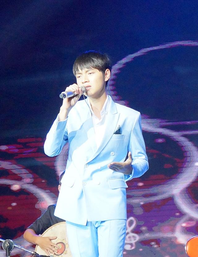 Cao Bá Hưng trở thành Quán quân Sing my song mùa đầu tiên