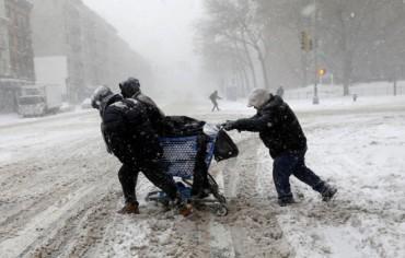 """""""Bom bão tuyết"""" càn quét miền Đông nước Mỹ, ít nhất 16 người thiệt mạng"""