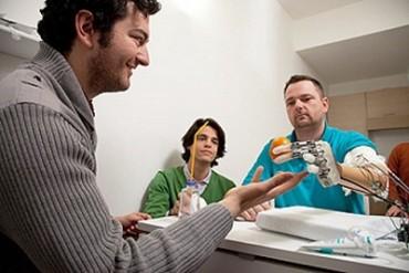 Cánh tay robot có xúc giác như người