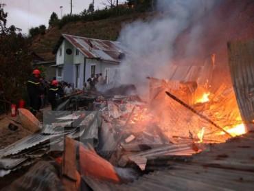 Cháy tại khu dân cư ở Khánh Hòa, bố tử vong, con trai bị thương nặng