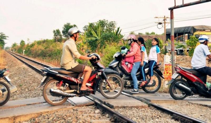 Sẽ xóa bỏ hoàn toàn lối đi tự mở qua đường sắt