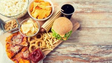 7 thói quen ăn uống này sẽ khiến bạn già nhanh đến 'chóng mặt'