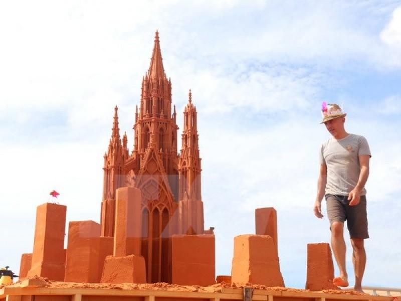 Độc đáo công viên tượng cát đầu tiên ở Việt Nam