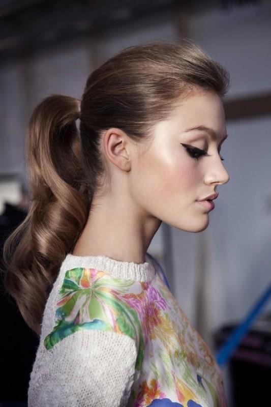 5 kiểu tóc đơn giản cho những buổi tiệc tùng cuối năm