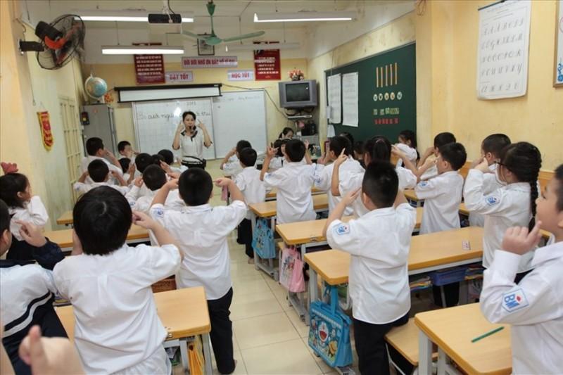 Chương trình giáo dục phổ thông mới: Lo lớp học quá tải, cô - trò đều khổ