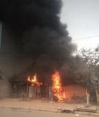 Hà Nội: Xưởng sửa chữa lốp ô tô bất ngờ cháy dữ dội