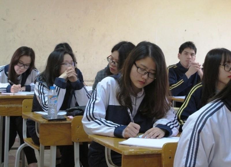 Hà Nội nghiêm cấm các trường thu tiền kiểm tra khảo sát lớp 12