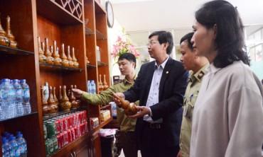 Thu giữ hơn 1.500 lít rượu không rõ nguồn gốc tại quận Hà Đông