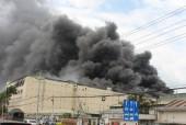 Cháy lớn tại công ty may Đài Loan, khói bốc lên thành cột cao ngất