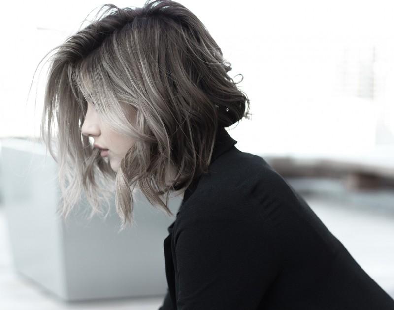 Cách đơn giản làm tóc bạn trông dày hơn