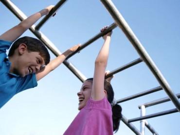 Trẻ em cần 10 phút vận động mạnh mỗi ngày