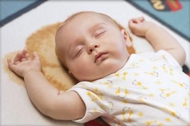 Cho trẻ sơ sinh nằm điều hoà, mẹ cần 'thuộc lòng' những quy tắc gì?