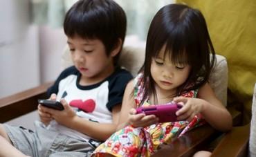 Trẻ em sử dụng thiết bị di động: Nguy cơ mất tiền… rất cao