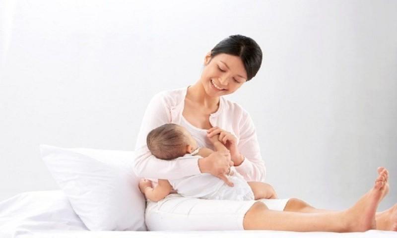 Cho trẻ bú mẹ  sẽ giảm được nguy cơ các bệnh tai, mũi, họng