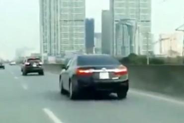 5 xe ô tô thản nhiên đi lùi tại đường Vành đai 3 trên cao