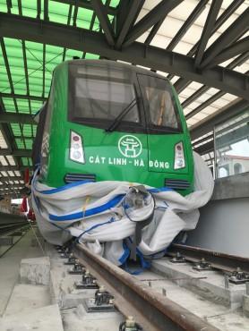 Hình ảnh hoa sen, Khuê Văn Các ở ga đường sắt Cát Linh - Hà Đông